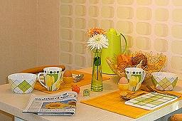 Frühstück mit einer druckfirschen Zeitung